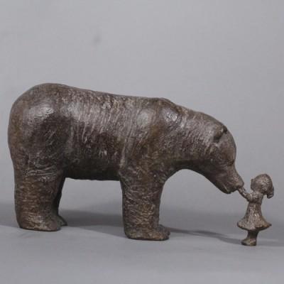 Petite fille et ours